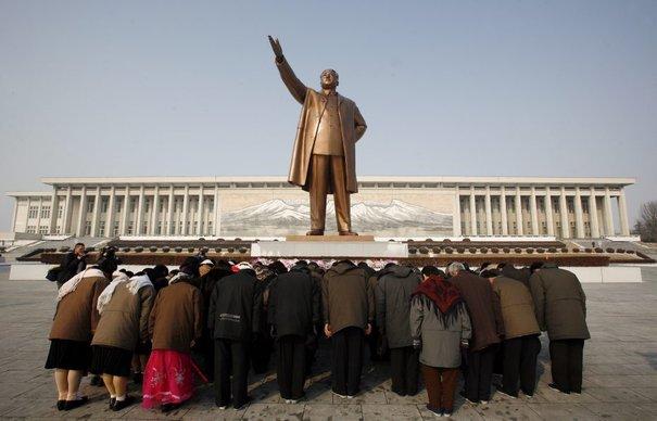 La statue en bronze de Kim Il Sun