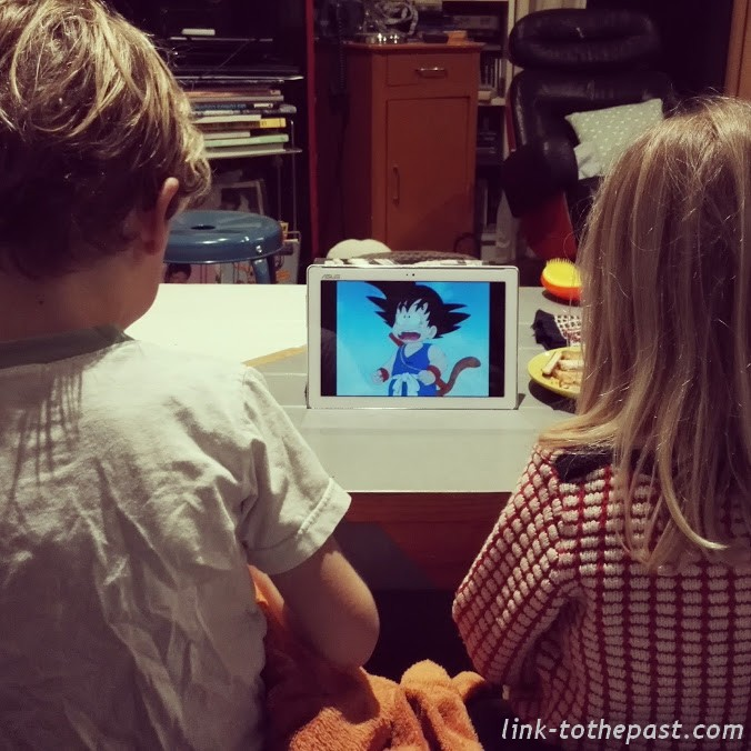 Mes enfants regardent dragon Ball sur tablette